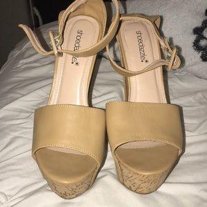 🆕 Shoedazzle tan faux leather platform wedge sz 8